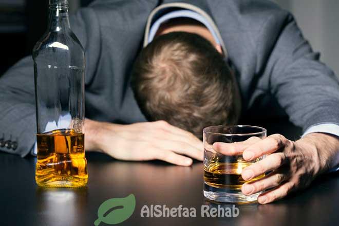 الأمراض الجسدية والنفسية الناتجة عن تعاطى المشروبات الكحولية